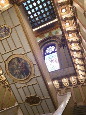 Masonic Temple : 館内入口近く