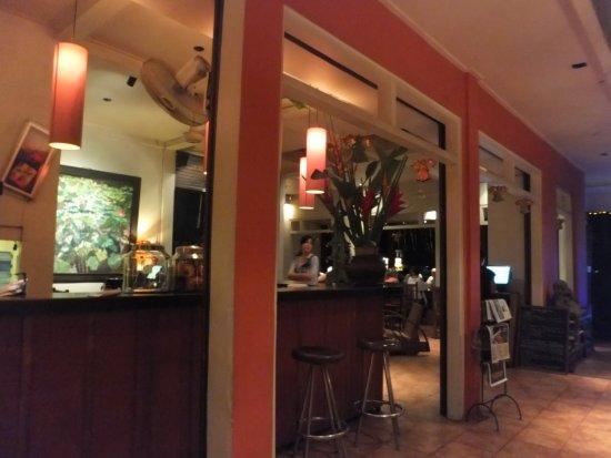 Tutmak: bar counter