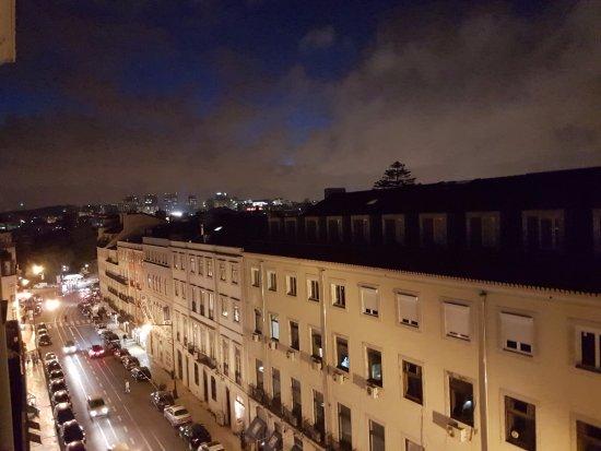 Vue depuis le balcon de la chambre picture of pensao for Chambre londres