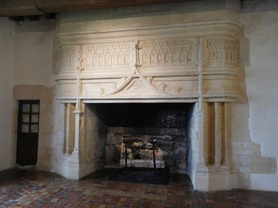 Biron, Francja: Wonderful fireplaces...