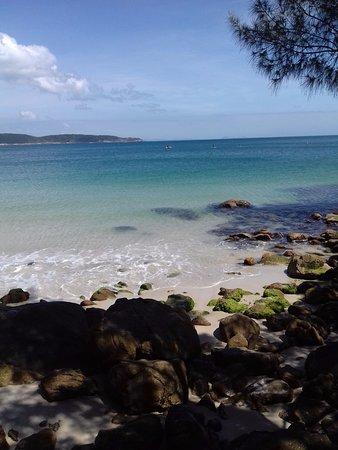 Bombinhas Beach: Bombinhas. Final norte de la praia.super transparente.