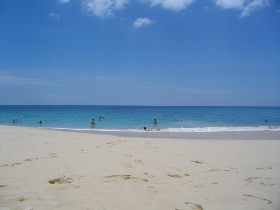 Cherngtalay, Tailandia: Beautiful beach but strong tide