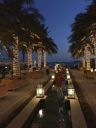 Sadigo Court Hotel: Blick zum Strand am Abend