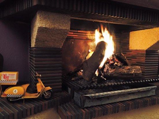 La chimenea para rel invierno picture of pizzeria more - Chimenea de alcohol ...