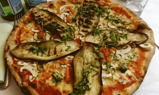 Pizza aux aubergines grillées