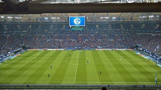 Veltins Arena : Fast voll