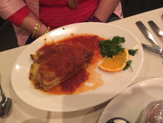Sunset Restaurant & Lounge: Lasagna was very tasty