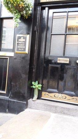The Star Tavern: extérieur et botte fleurie !