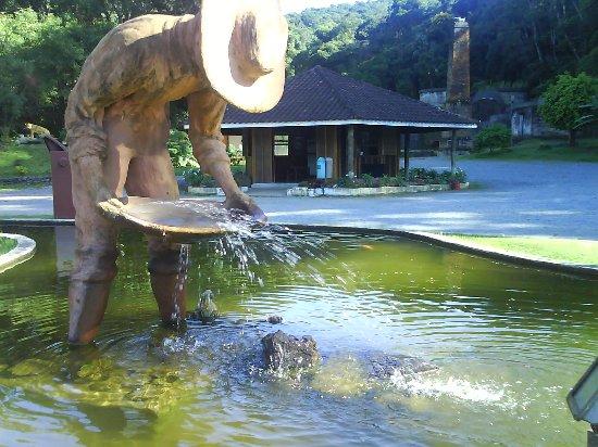 Apiai, SP: estatua em homenagem ao garimpeiro
