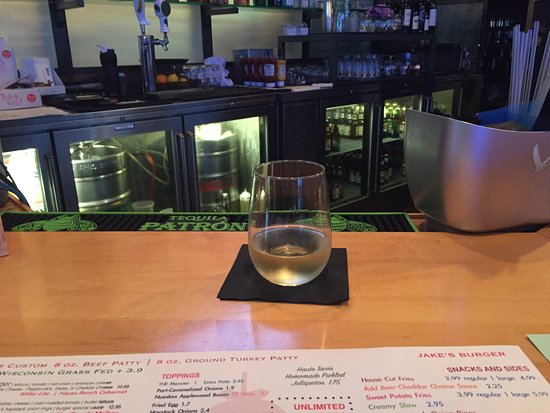 Jake's Burger: chardonnay wine