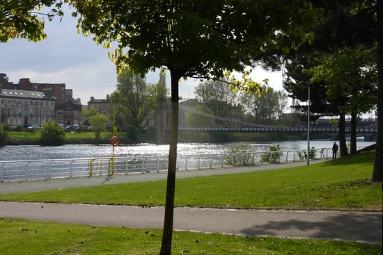 Jurys Inn Glasgow: Riverside, nice walk directly near hotel