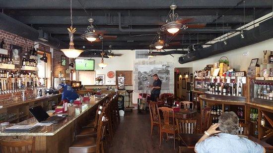 Stuart, Flórida: WINE & BEER ON TAP ! !
