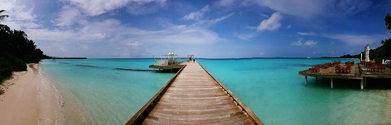 Kuramathi Island Resort: Jetty at back