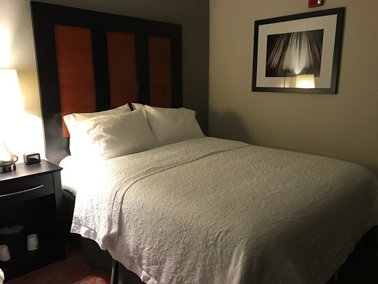 Stafford, VA: Very clean and neat hotel room!  I was so pleased!
