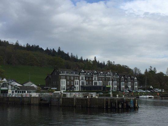 Ambleside Waterhead: 船着場前のホテル