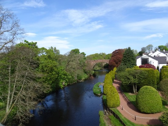 Brig O Doon Hotel: Beautiful view of the river Doon taken from the Brig (bridge over the Doon)
