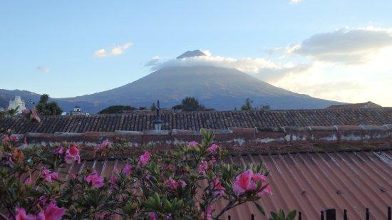 Hotel Posada de Don Rodrigo: Volcán del Agua desde la terraza