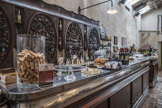 Il bancone del bar a faenza picture of casa spadoni - Bancone bar casa ...