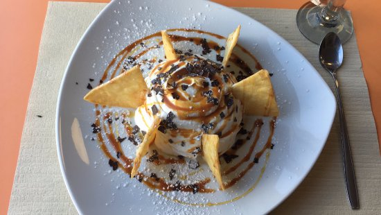 Satigny, Switzerland: Dulce (nachos sucrés) avec crème chantilly et caramel. Une tuerie !