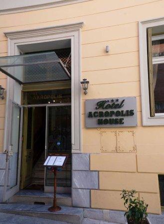 Ακροπολης Χαους: Hotel Entrance
