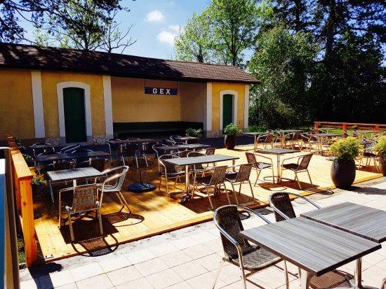 Restaurant La Gare : La terrasse du restaurant sur les rails