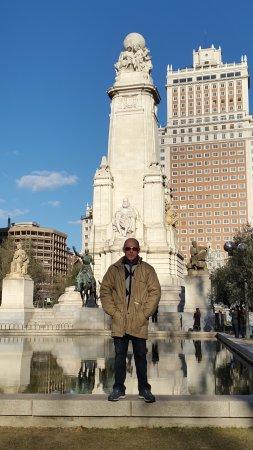Torrejón de la Calzada, España: Вся площадь Испании за спиной.