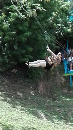 Flowers Bay, Honduras: Zipline fun!