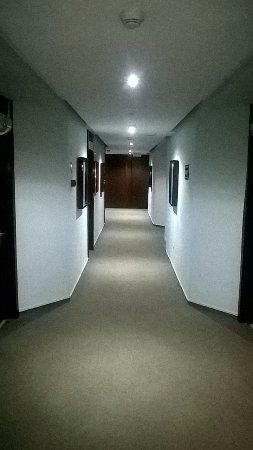 Pasarela Hotel: pasillo