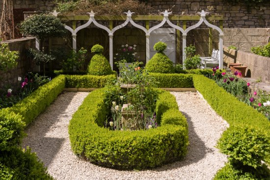 The Kennard: Garden