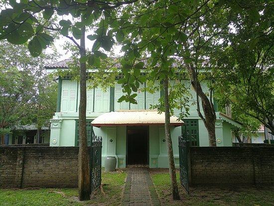 Temple Tree at Bon Ton: IMG_20170511_140047_large.jpg