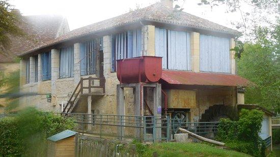 Couze-et-Saint-Front, Франция: Mill buildings