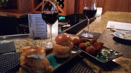 Victor, Estado de Nueva York: crispy cod sliders and crispy au gratin bites...