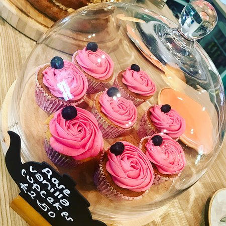 Woodhouse Eaves, UK: Lovely, lovely cakes