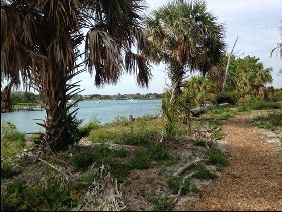 Jupiter, Floride : LOOKING AT INTERCOASTAL