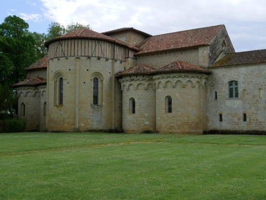 Valence-sur-Baise, France: Abbaye vue du jardin