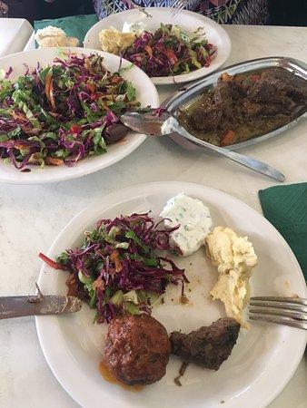 Scholarchio Restaurant: Mezelerin tadı harika.Kırmızı eti çok lezzetli.İlgi alakadan,Türkçe menüden ,yemeklerden açıkças