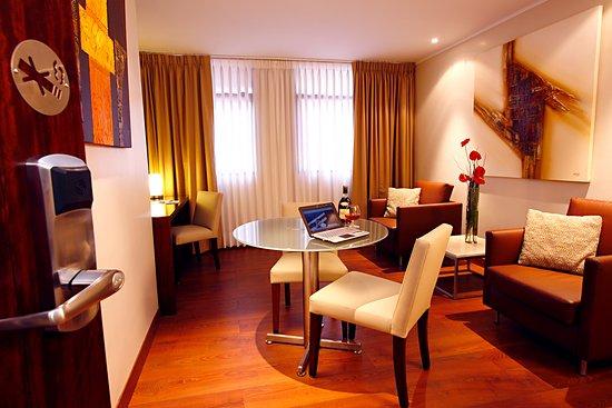 Hotel Reina Isabel: suite deluxe