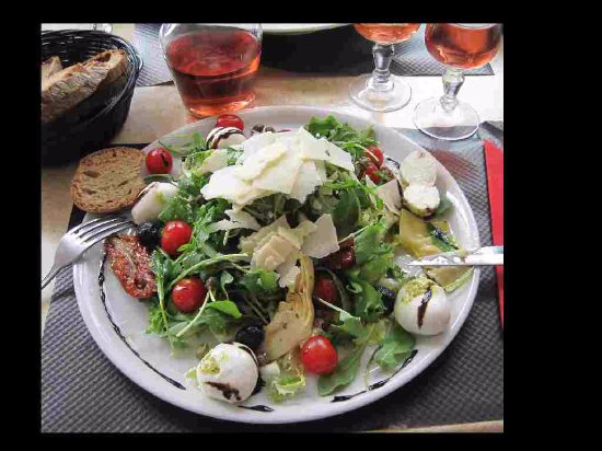 Vergt, France : Our Salad Italienne.