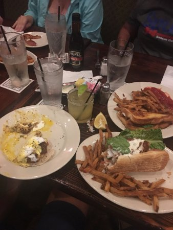 North Charleston, SC: We ordered fish sandwich, blt w/egg & crab cake eggs benidict. The food was great & the service