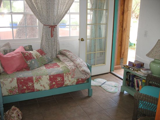 Cross Creek Cottages: The Butterfly room has a queen bed in one room and a daybed in another. It has a full kitchen.