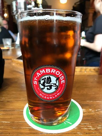 Chez Lucien: Nice choice of beers including my favorite from Québec St. Ambroise
