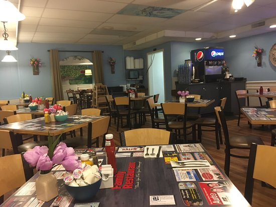 Monroe, MI: Pictures of the main dining room and the smaller dining area