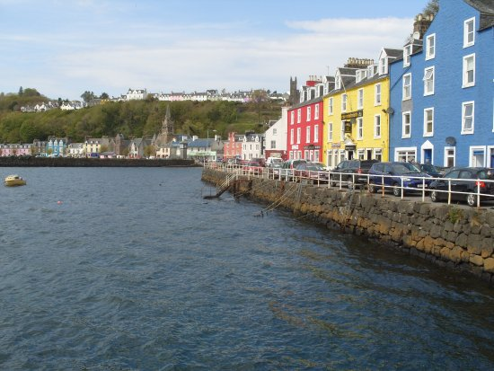 Pier Cafe Tobermory : Looking back from the Pier