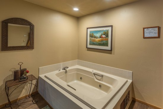 Ephraim, WI: Luxury Suite Whirlpool Tub