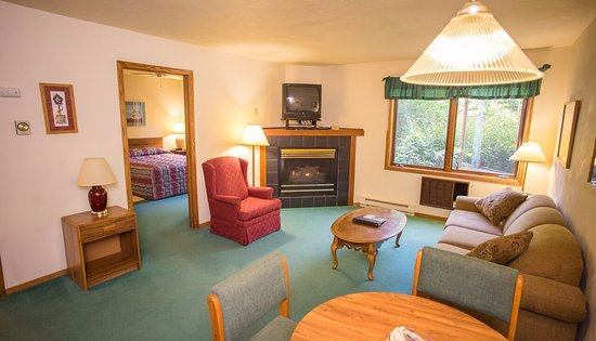 Ephraim, WI: One Bedroom Deluxe Suite w/ Pull out Sofa Bed