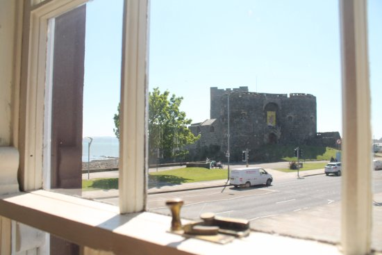 The Central Bar: View of the castle.