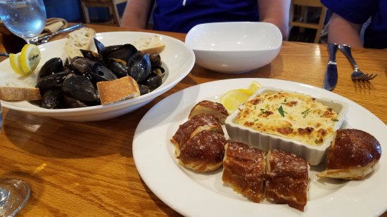 Chestertown, MD: drunken mussels and crap dip with pretzel bread starters