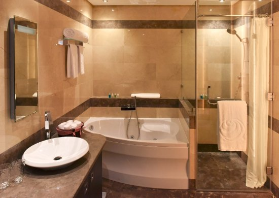 Safir Hotel and Residences Kuwait: Bathroom - Diplomatic Suite