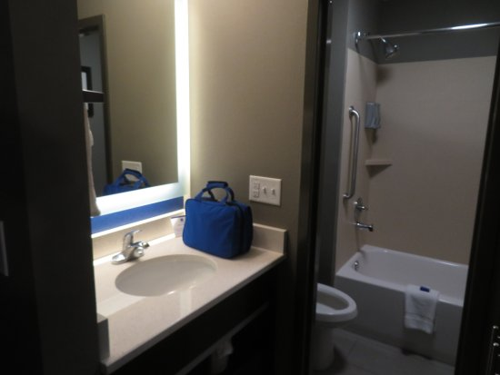 Bathroom picture of best western bowling green bowling for Best western bathrooms