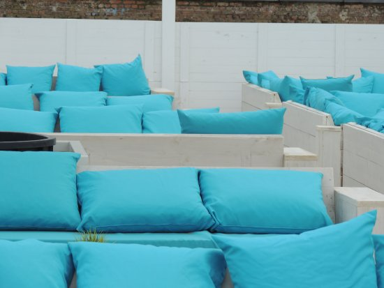 Middelkerke, เบลเยียม: Turquoise Cushions for your Comfort